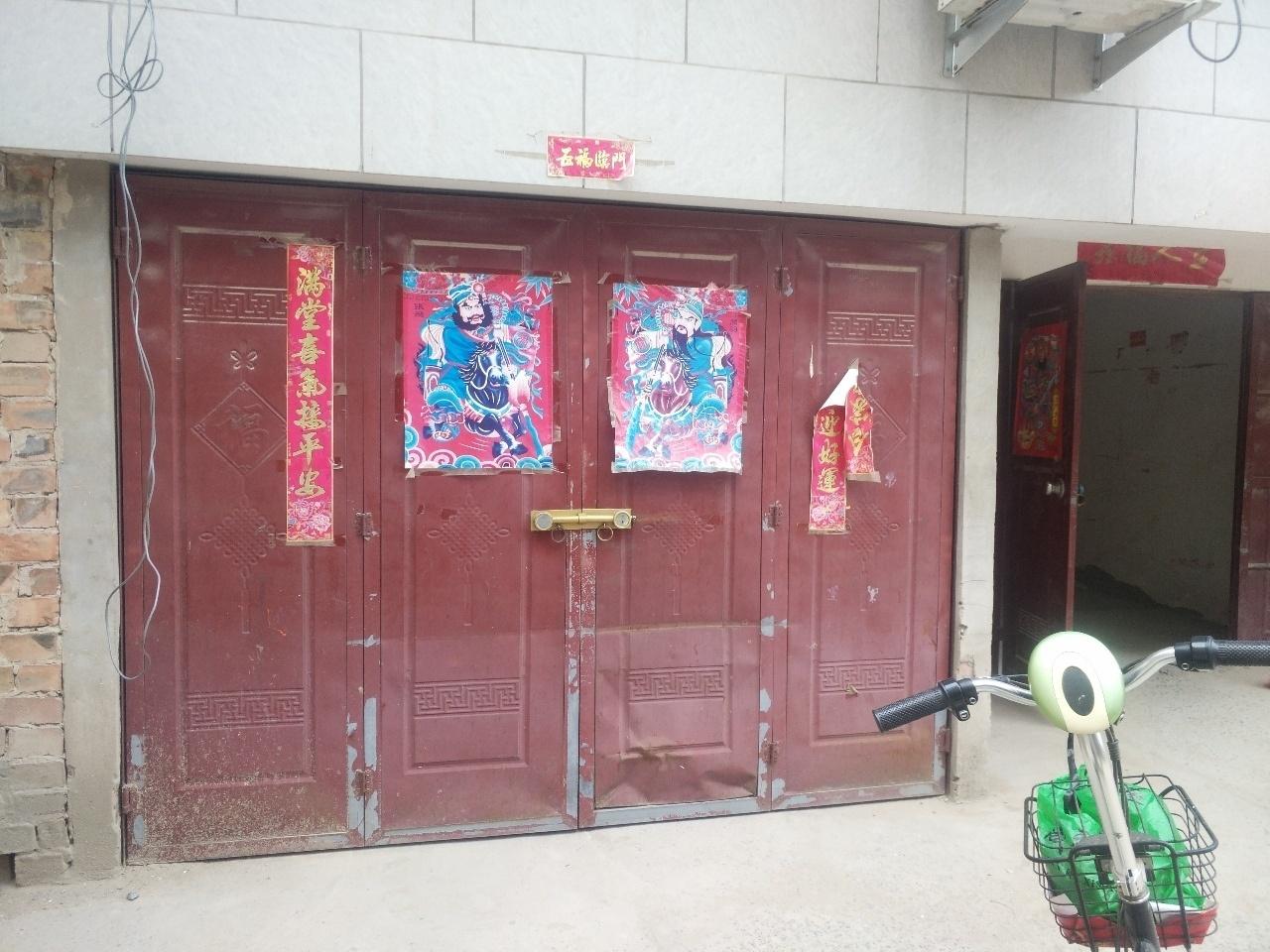 实验小学附近4楼带地上车库3室 1厅 1卫22万元
