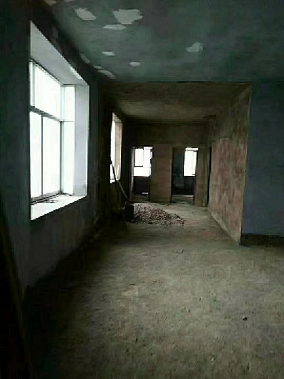 胜利西路房子大降价了,135㎡,4室2厅1