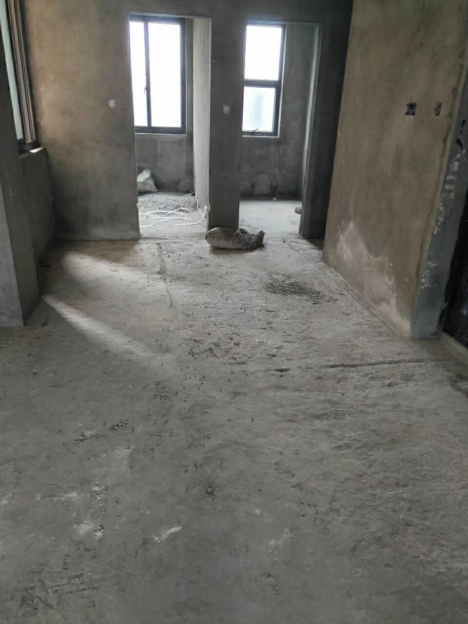 金桂园3室 2厅 2卫50万元