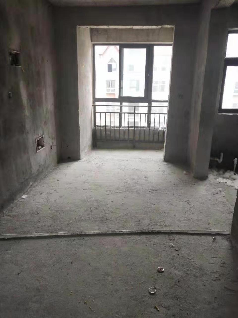文化艺术中心旁边5室 2厅 3卫75万元