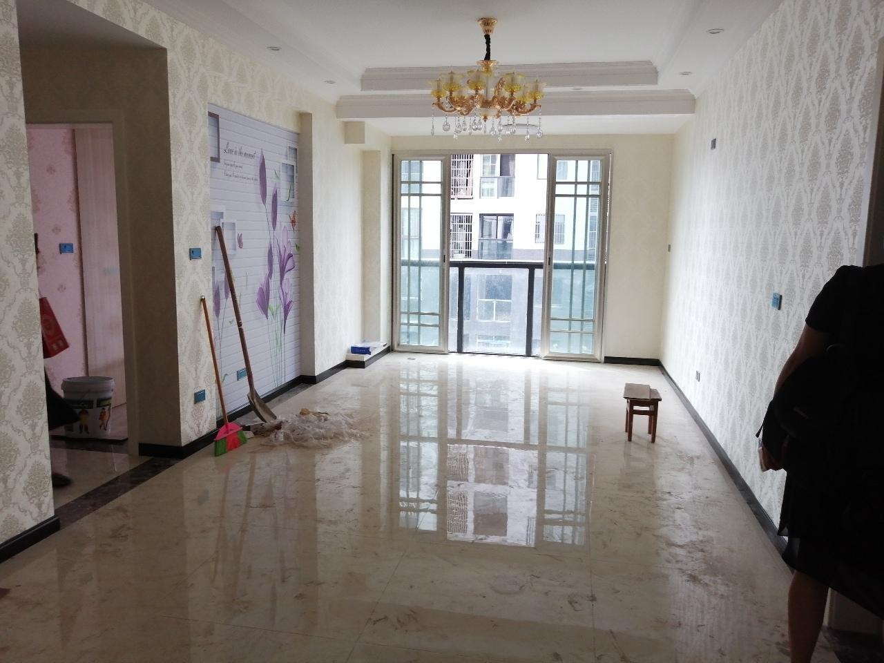 鸿泰新居2室 2厅 1卫52万元