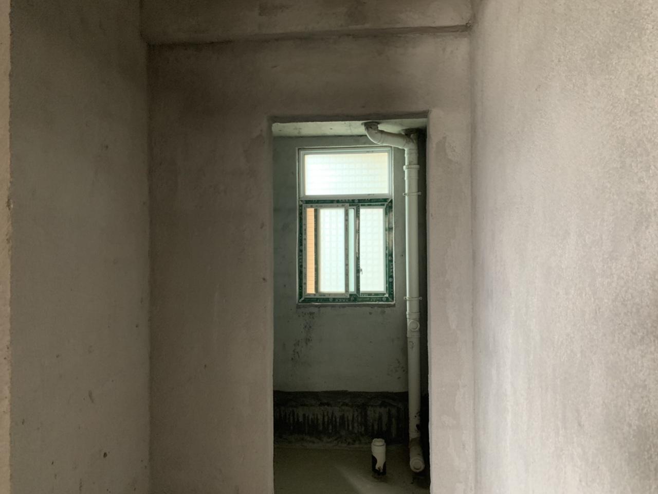 酉水雅苑2室 1厅 80平方毛胚 26.8万元