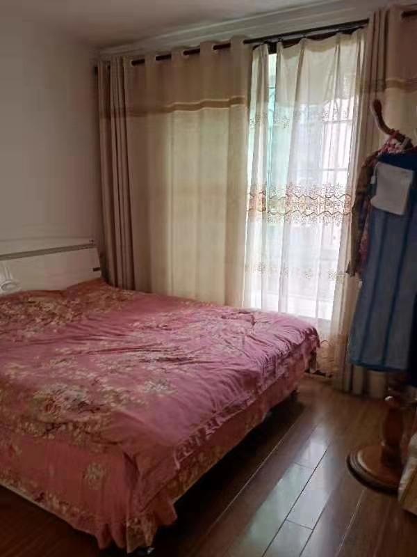 中山商城小区4室 2厅 2卫63.8万元