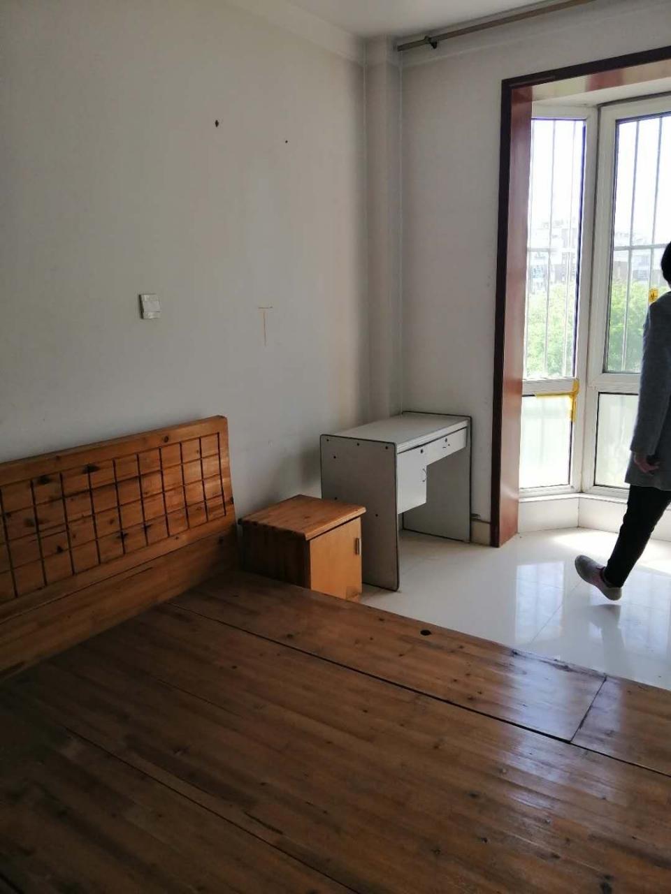 阳光小区4室精装带储藏室3楼100万元