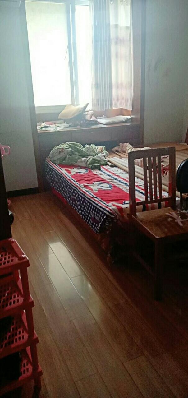 东方龙城精装修3室 2厅 1卫49万元