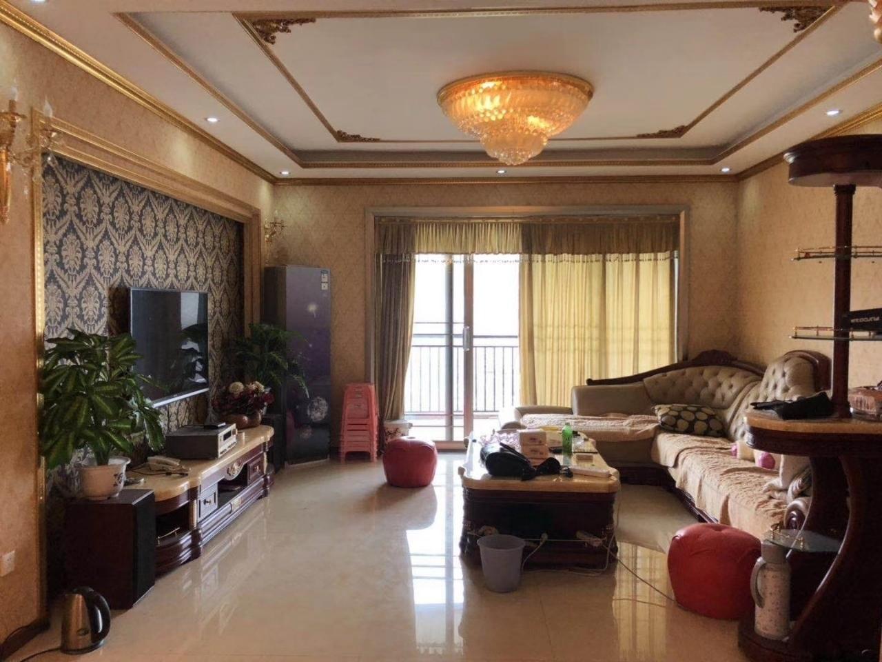 阳光云顶豪装4室 2厅 2卫120万元