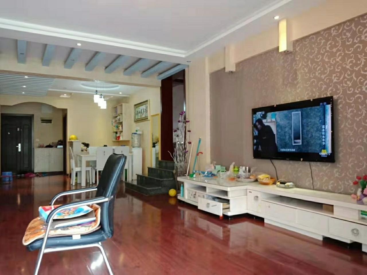 香江豪园4室 2厅 2卫88万元