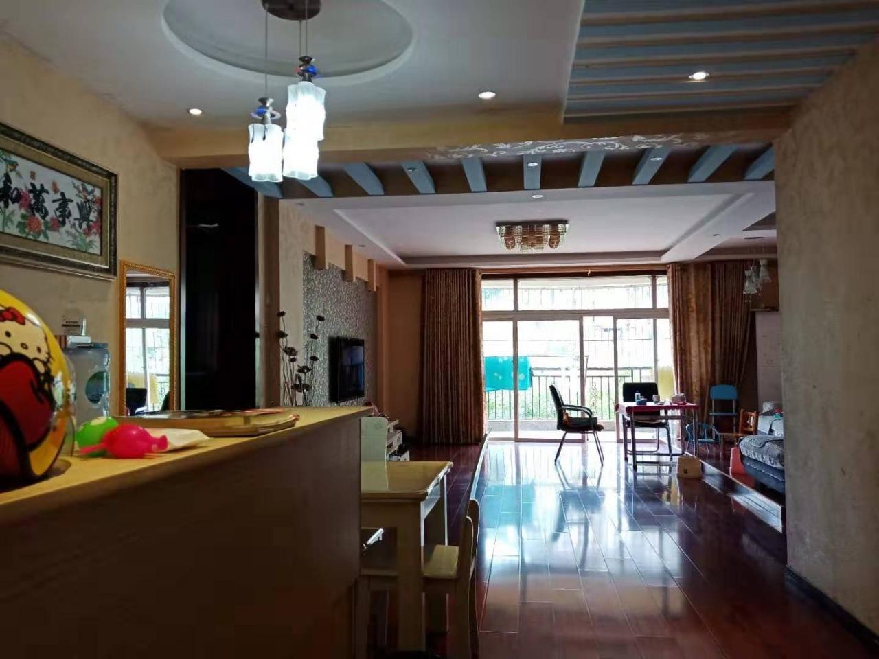 香江豪园精装4室 2厅 2卫88万元