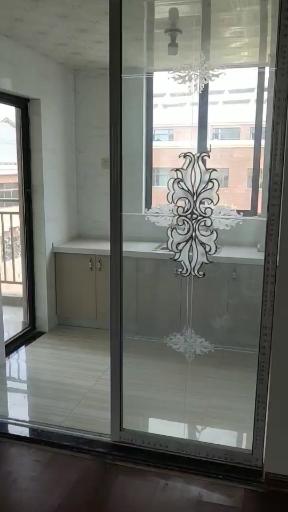 颐和庄园3室 1厅 1卫50万元简装电梯房4楼
