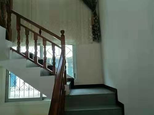 瑞安小区4室 2厅 2卫68.8万元