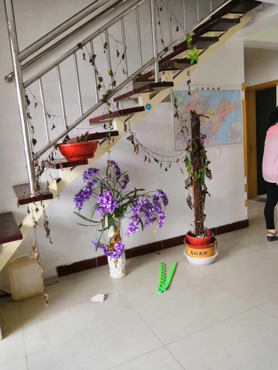 凤凰山庄5楼143平精装三居室带车位储藏117万元