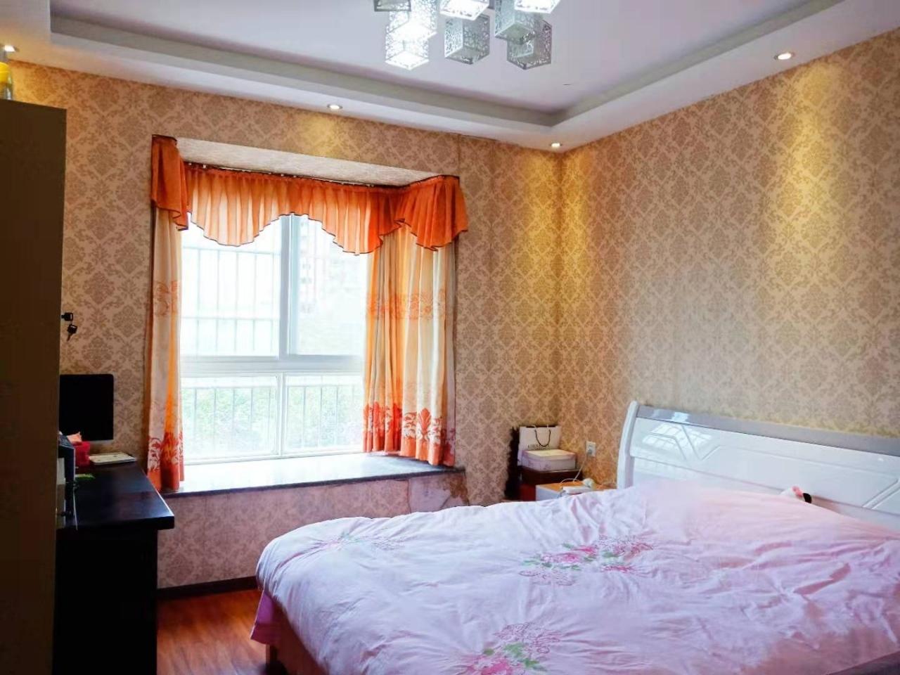 香江豪园豪装大4室185平米面议