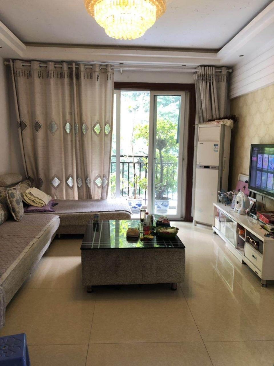 香江豪园3室 2厅 1卫49万元