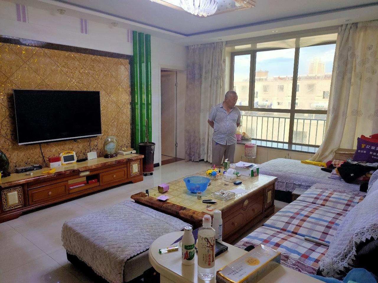 馨馨花园3室 2厅 1卫58万元
