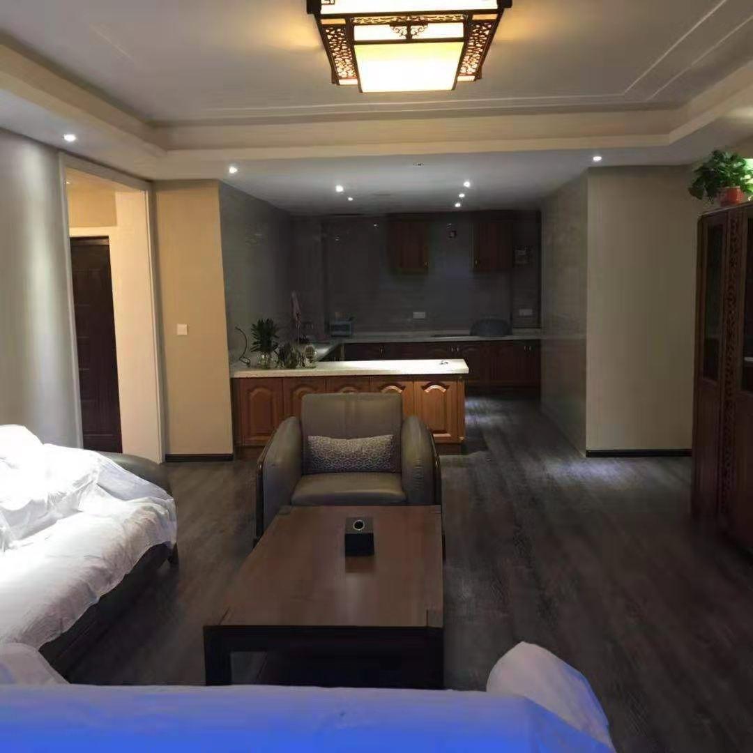 香榭花都5室 2厅 2卫150万元