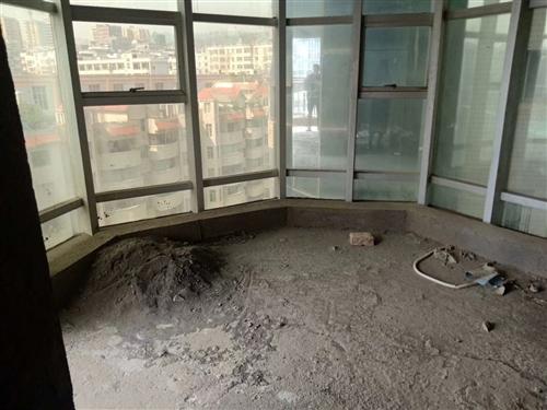 时代广场4室 2厅 2卫80万元