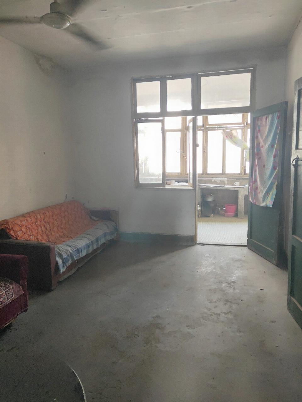 前进小学旁80平米大三房仅售17.2万