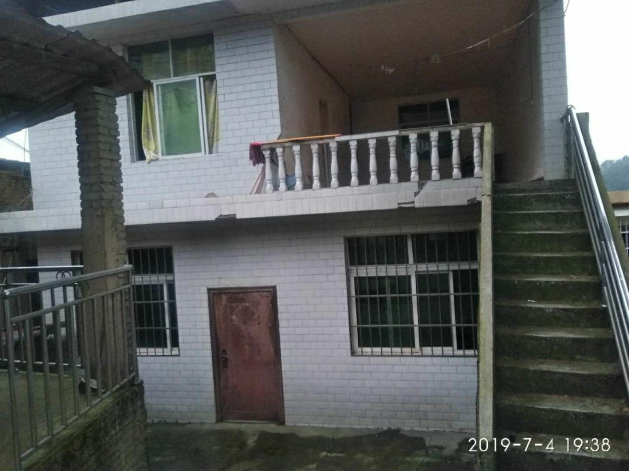 二中附近独栋房出售9室 3厅 3卫93万元
