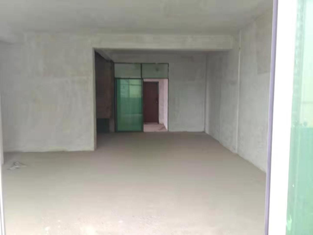 鸿福家园4室 2厅 2卫55.8万元