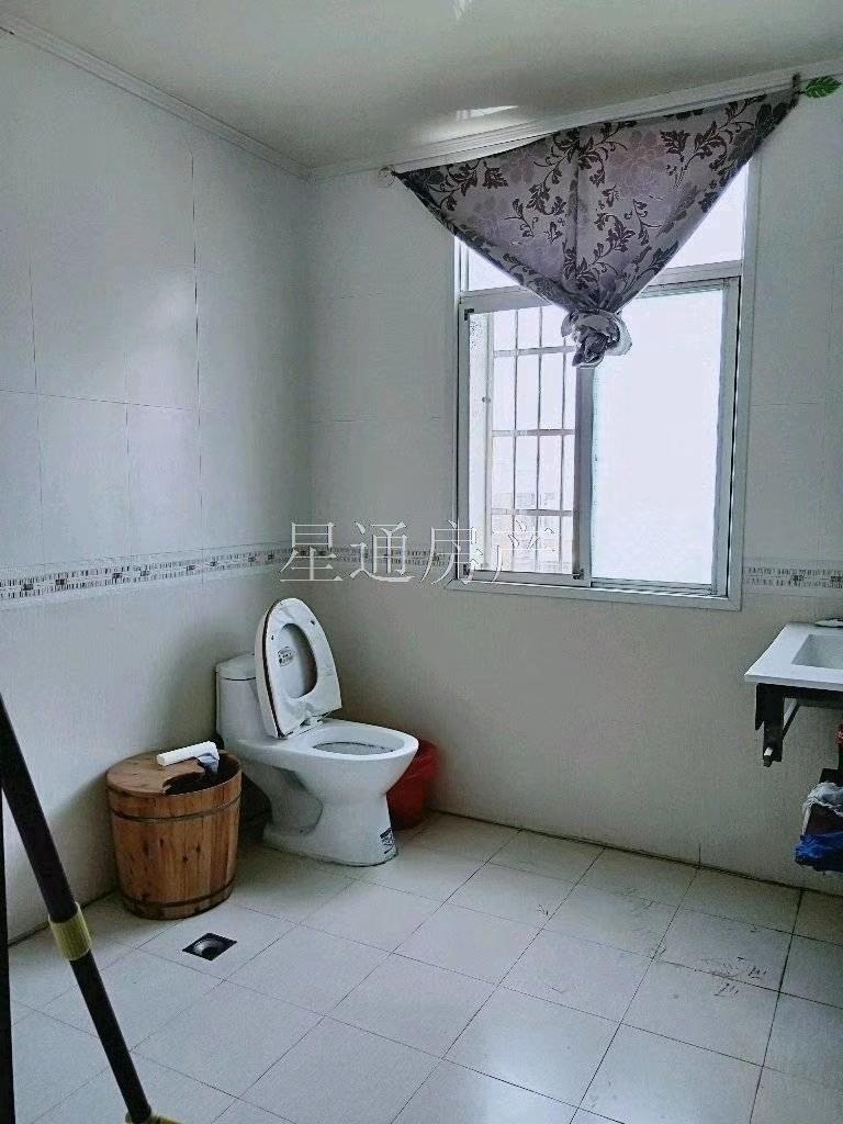 君皇佳园6室 2厅 3卫93万元