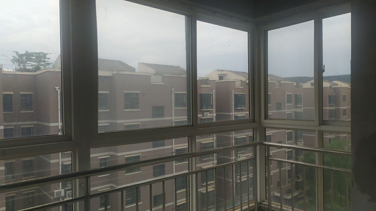 天鹅湖3室带电梯花园洋房 73万元