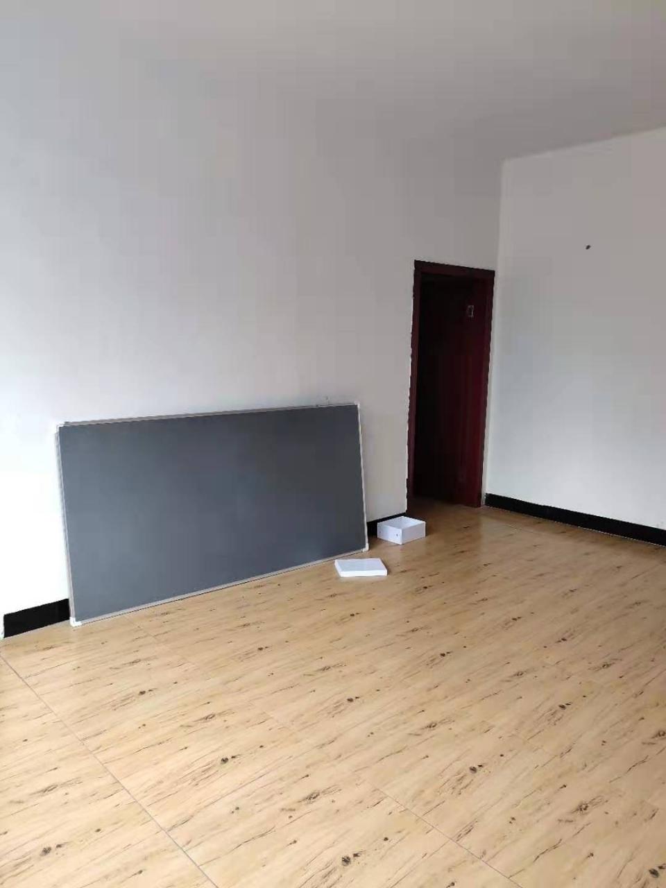 三中小区3室 1厅 1卫28.8万元
