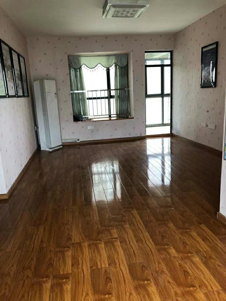 鸿发世纪城4室 2厅 2卫163万元