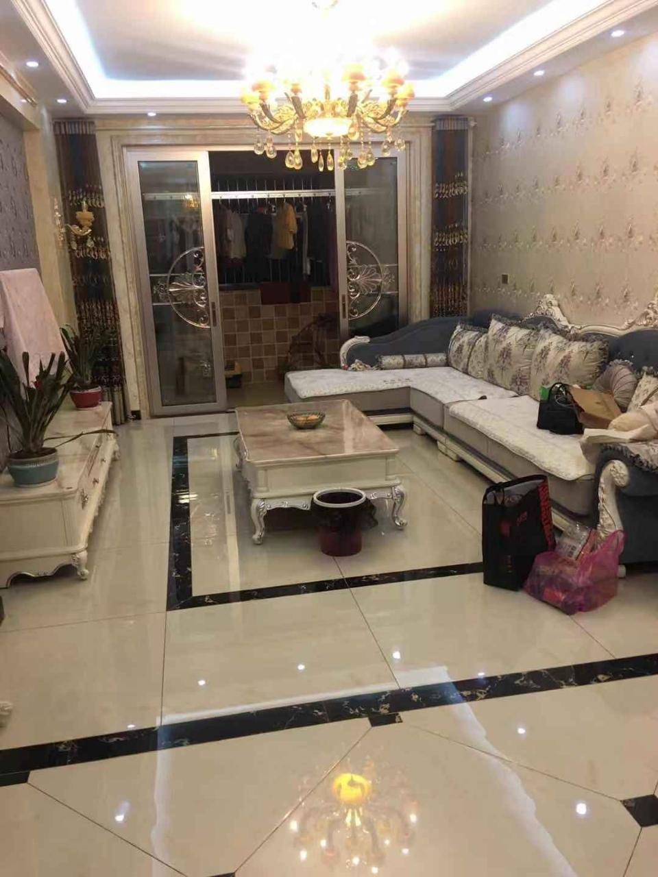 瑞泰·中央城豪装3室 2厅 2卫90万元
