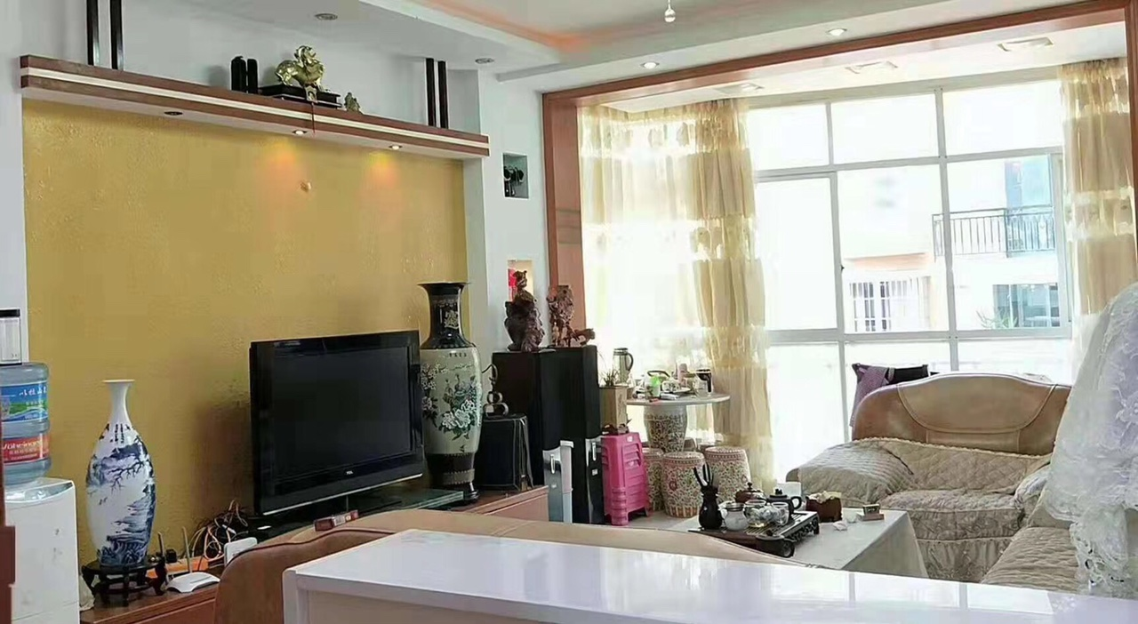 龙腾锦城3室带所有家具家电5600一个平方