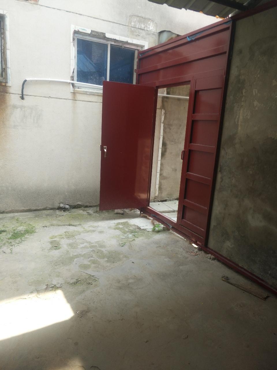 老电影院附近2间3层国有证7室 2厅 2卫33万元
