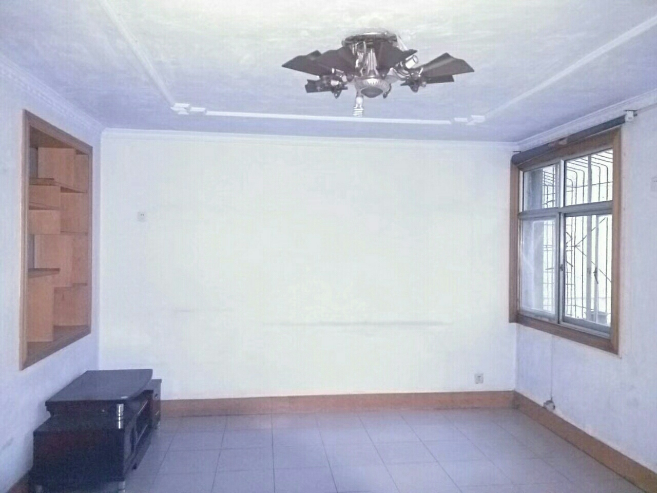 唐訾路 新六中 訾家瀼莊小區 低層三室 鳳凰小區