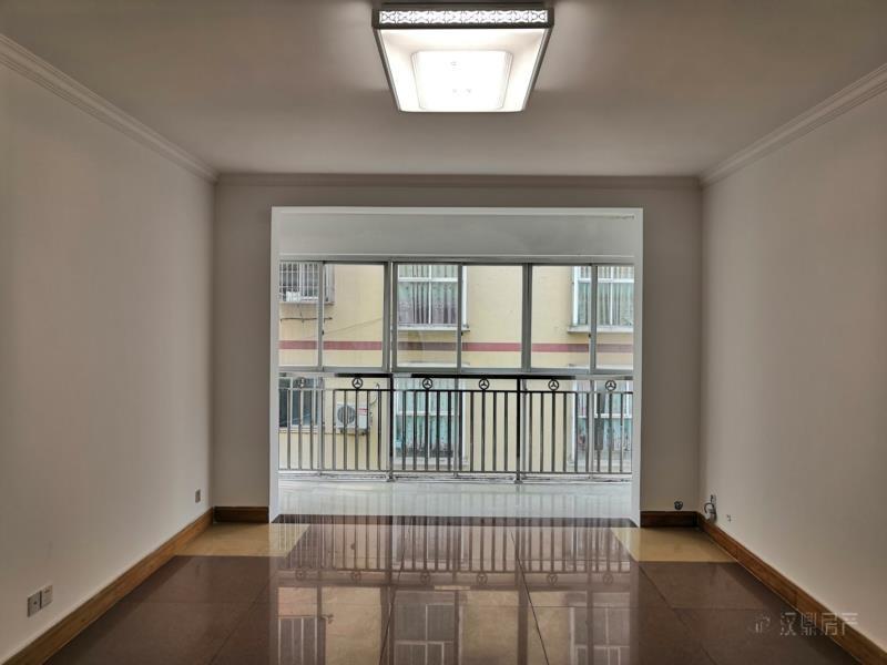 莲花锦苑3室 2厅 2卫60万元