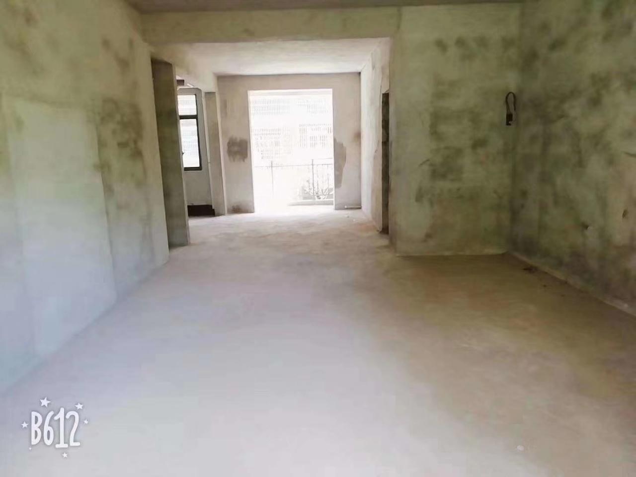 嘉德山與城 帶車庫 3室 2廳 2衛82萬元