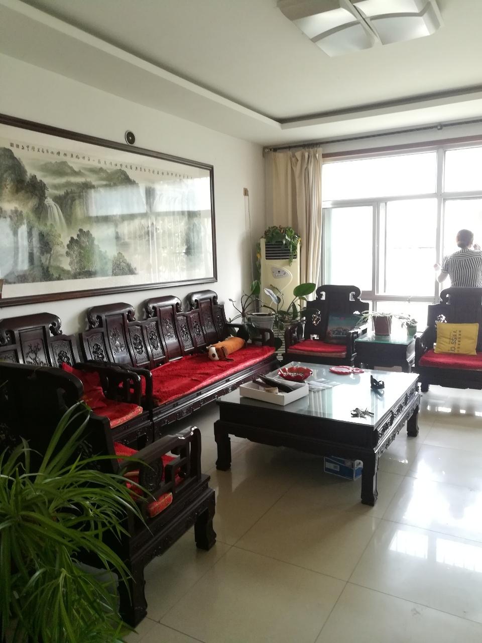 雅居园小区3室 2厅 1卫120万元