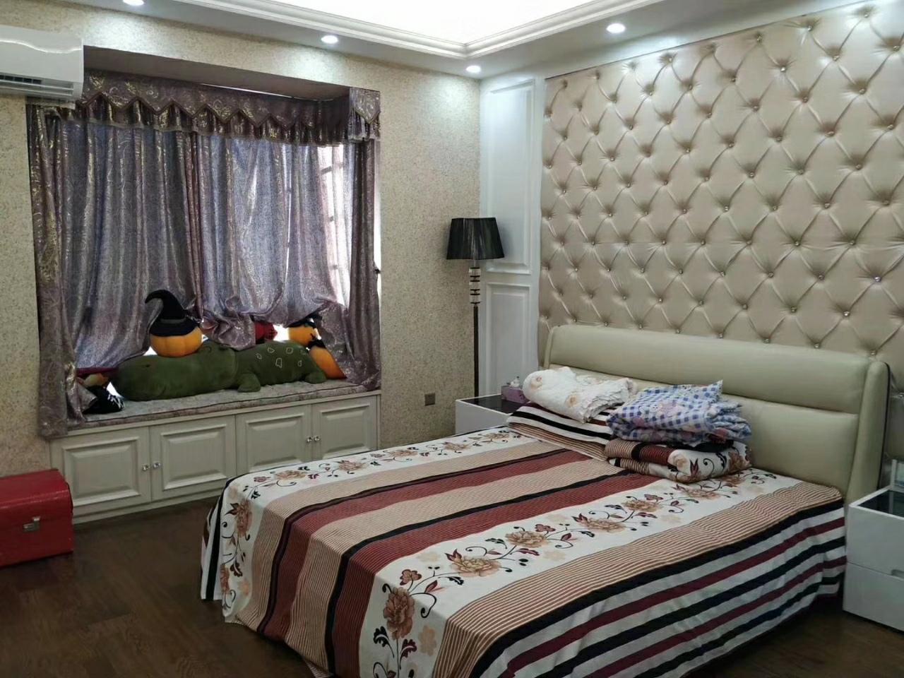 鸿发世纪城4室 2厅 3卫220万元
