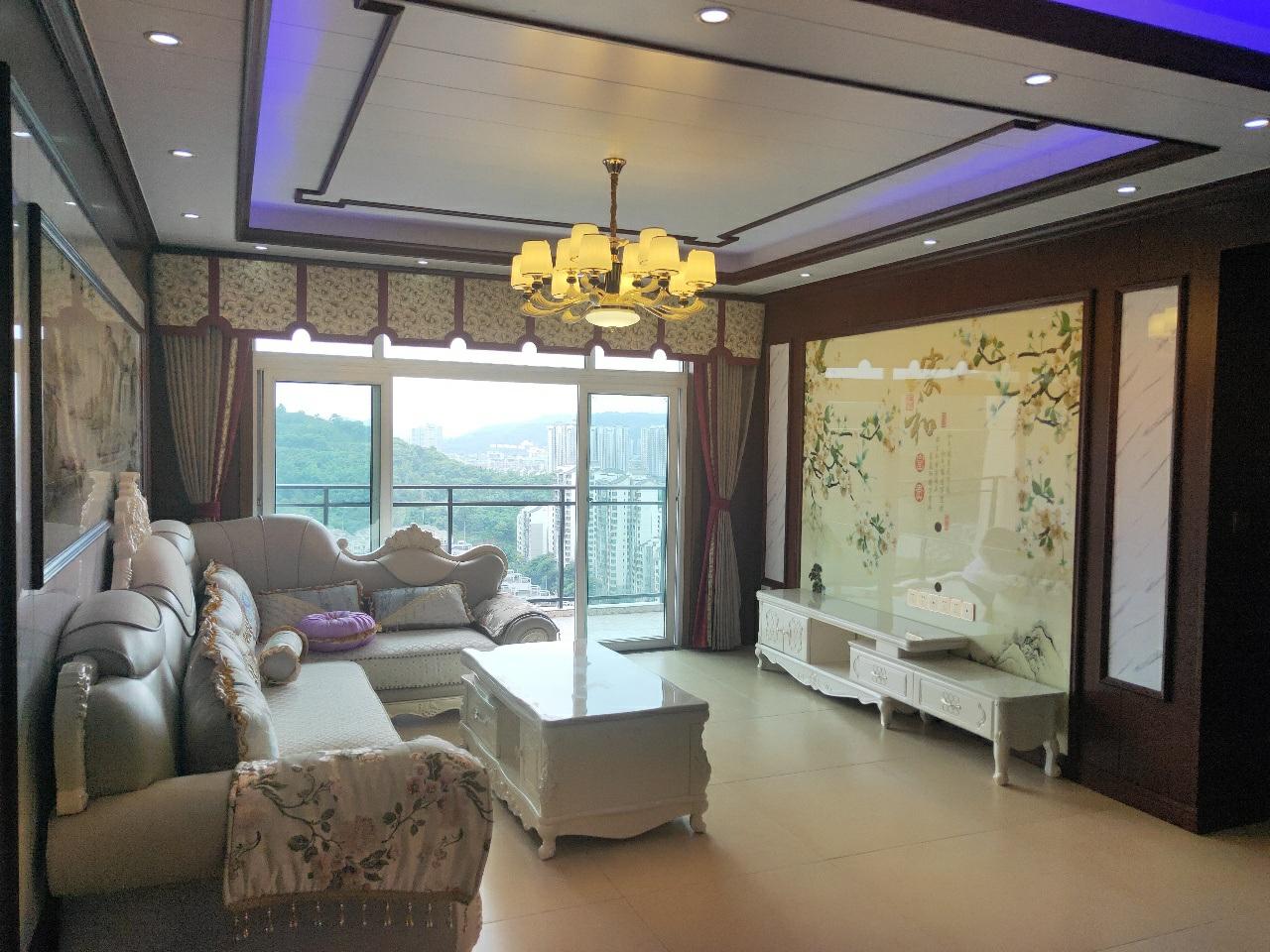 蓝湖丽都 精装 3室 2厅 2卫66万元