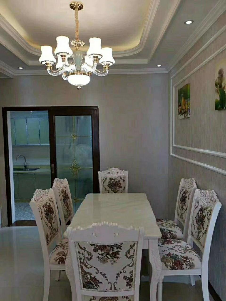 海棠香国 精装4室 2厅  急售65万元