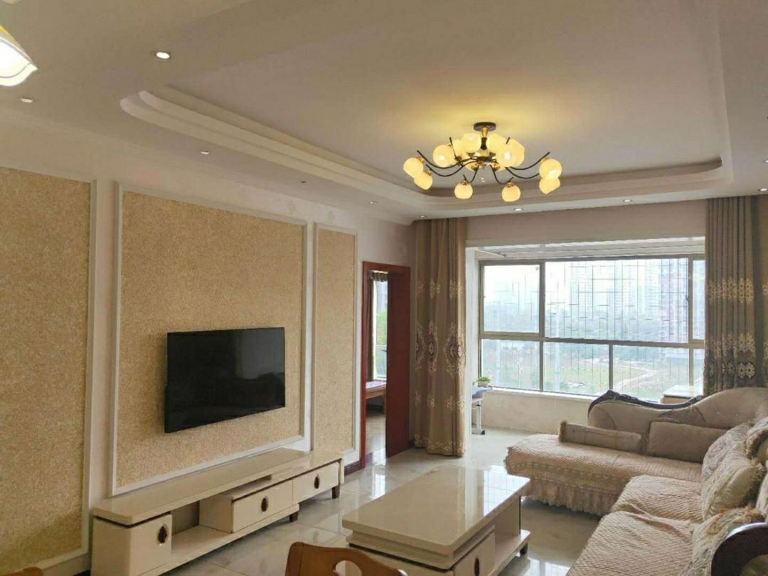 南山明珠 精装3室 2厅  急售55.6万元