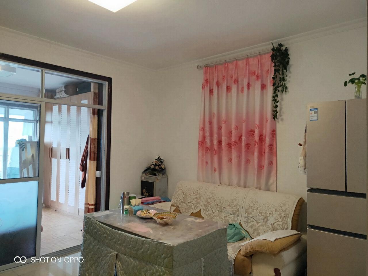 开元盛世2室1厅装修崭新,带家具家电价格美丽!!