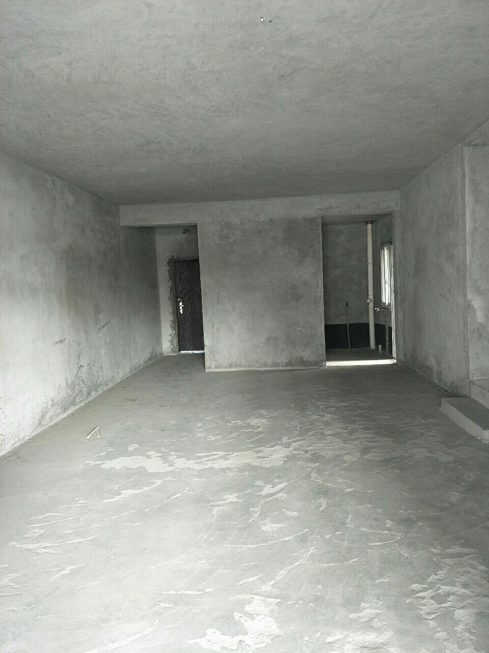 电梯清水大四房首付只要三万