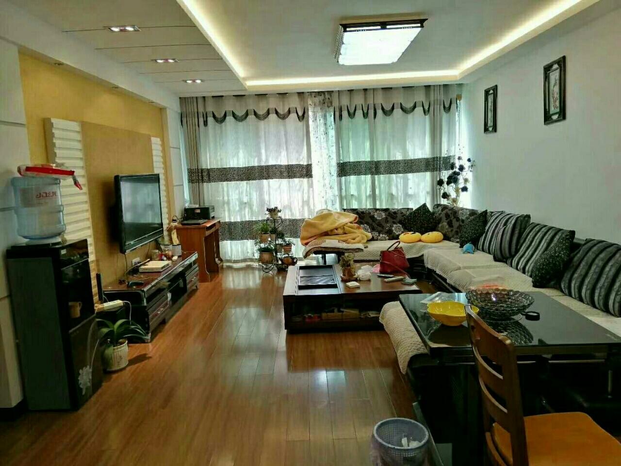 中山商城小区4室 2厅 2卫64.8万元