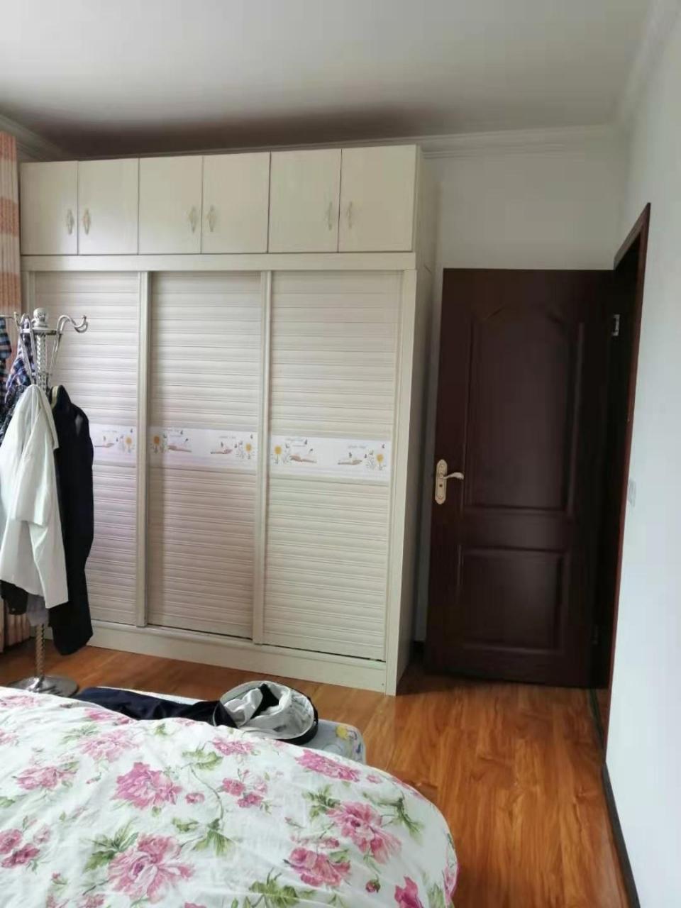 县医院南街附近3室 2厅 可按揭33.8万元