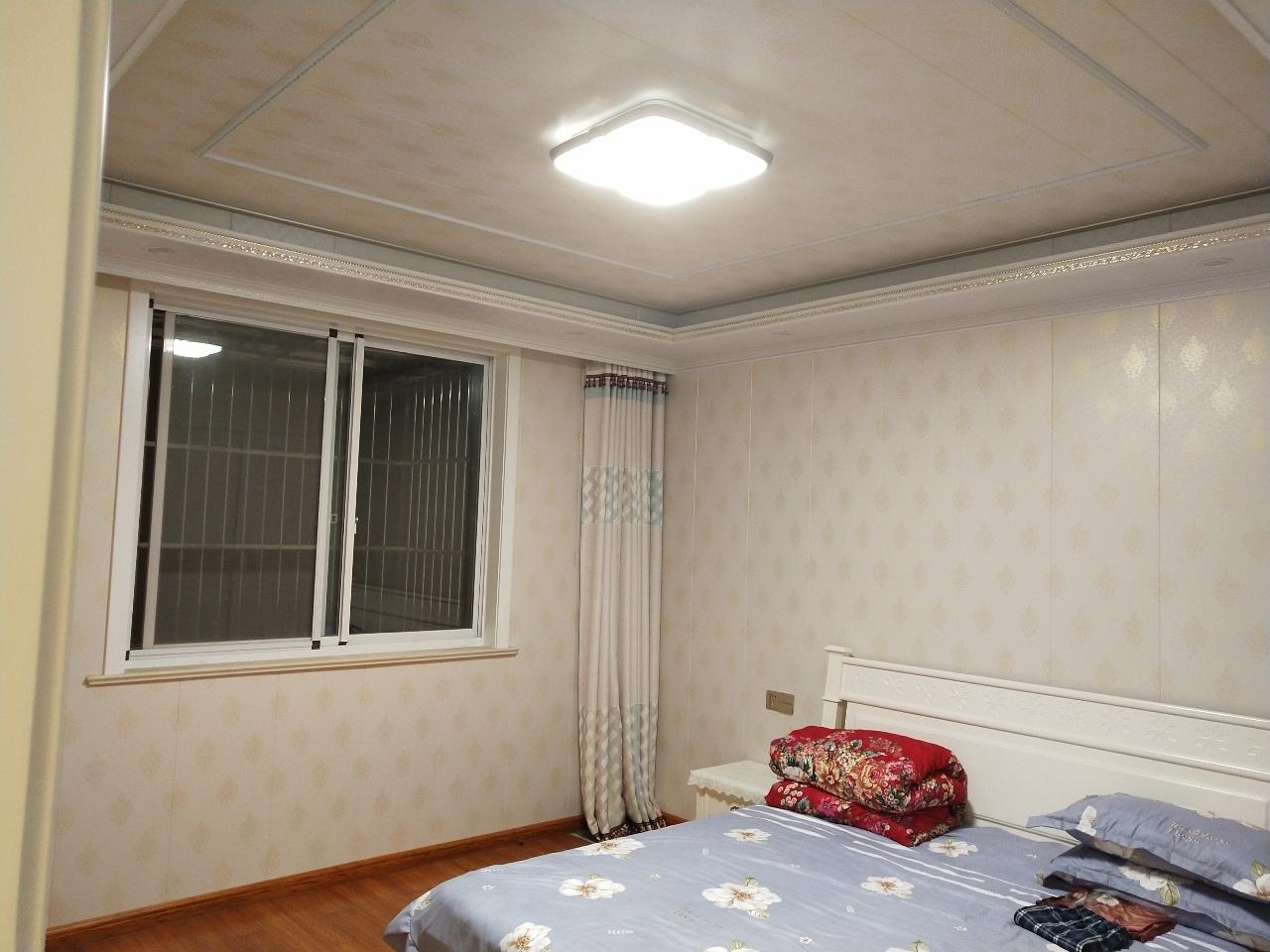 花园小区3室 2厅 1卫136万元