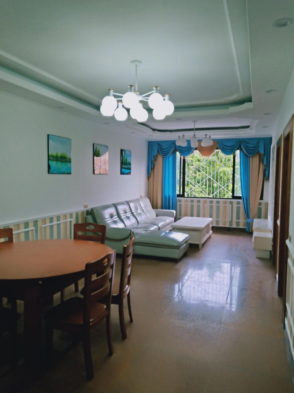 步行街旁边4室 全新装修36.8万元