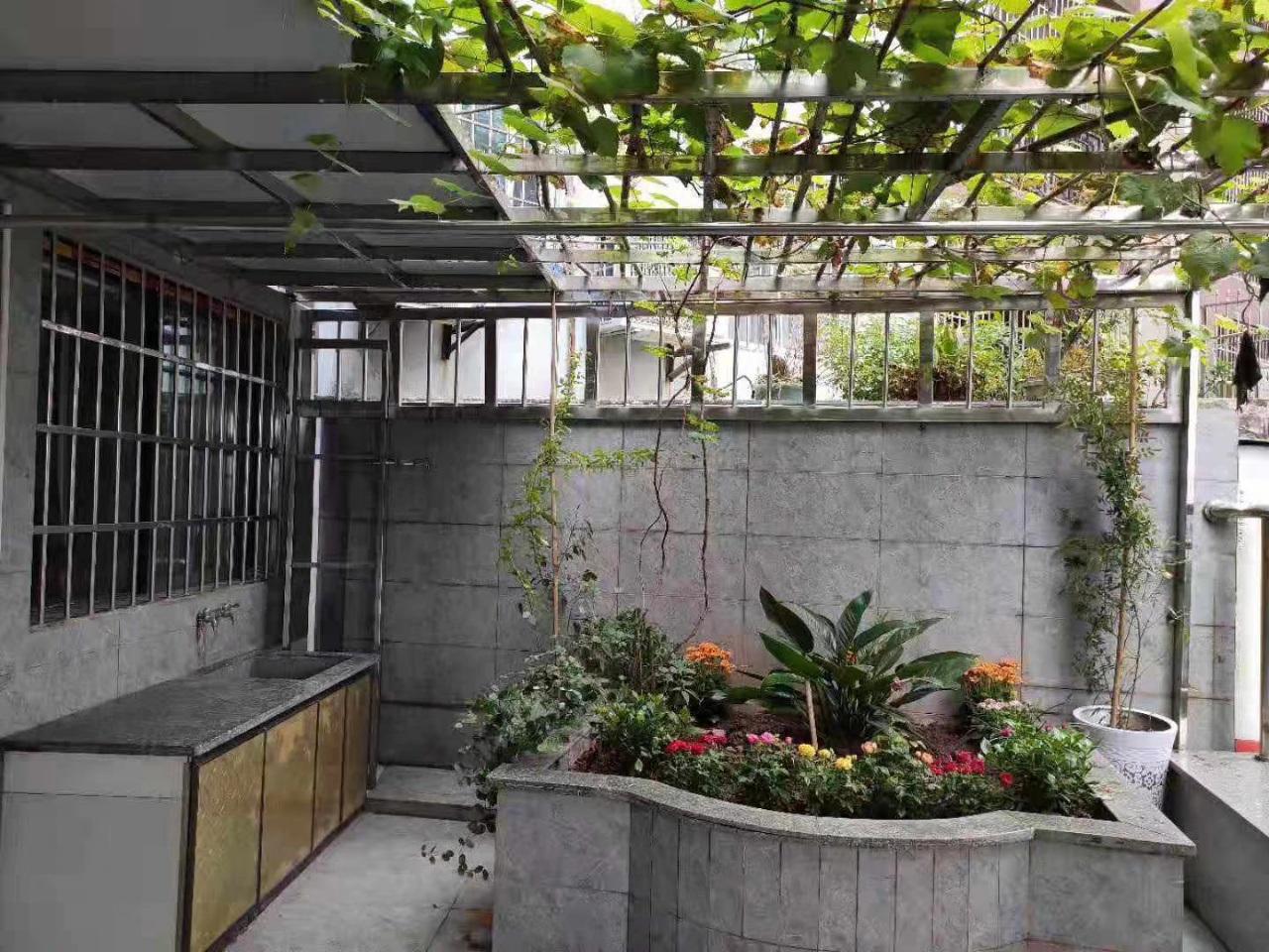 利城半岛2楼带花园平台3室 2厅 2卫69.8万元