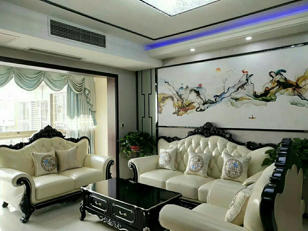 龙湖丽都电梯房出售,经典大平层,送超大阳台,一校学4室 2厅 2卫118万元