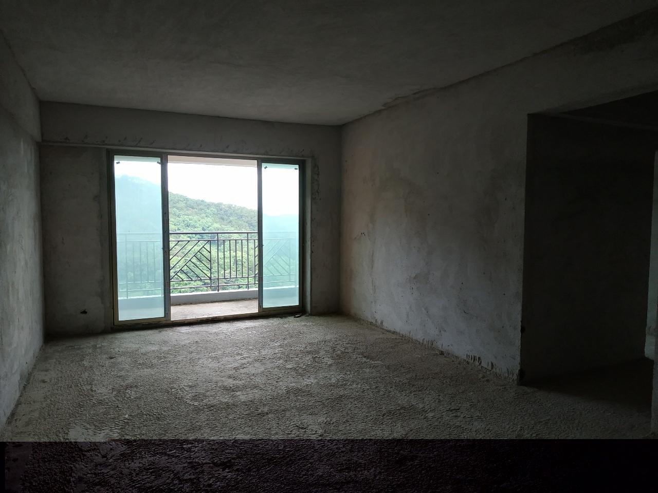 兴泰花园4室 2厅 2卫86万元