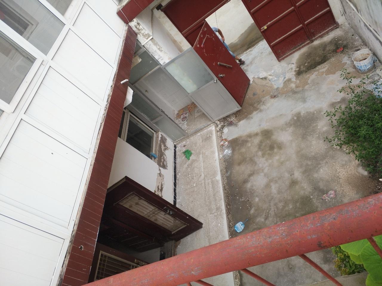 名门世家附近3间2层4室 2厅 2卫43万元