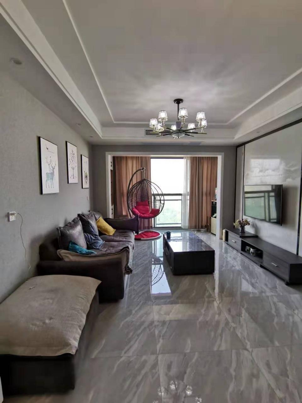 東麓國際3室 2廳 1衛80萬元江景房