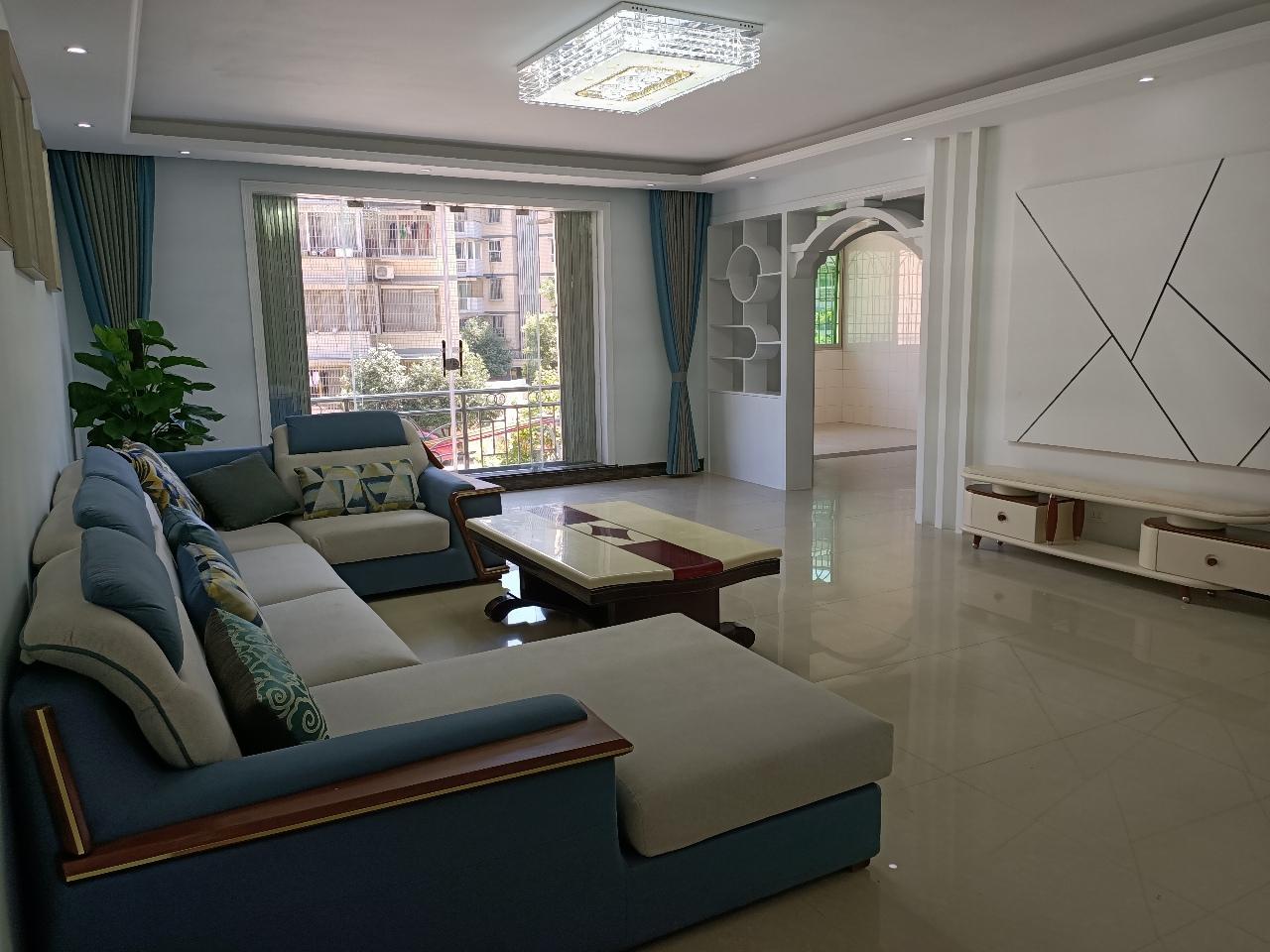 利城花园4室可做5室 2厅 2卫72.8万元